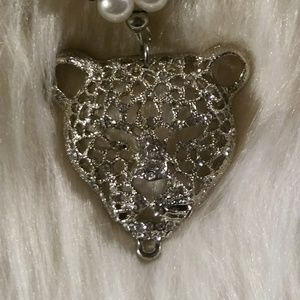 Pearl Necklace And Earrings With Panther Pendant
